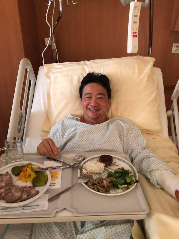 大提琴家張正傑因車禍左手腕斷了,21日在臉書說:「手術的成功絕對是你們的祝福、禱告給的能量。」(圖取自張正傑臉書facebook.com/ChenChiehChang)