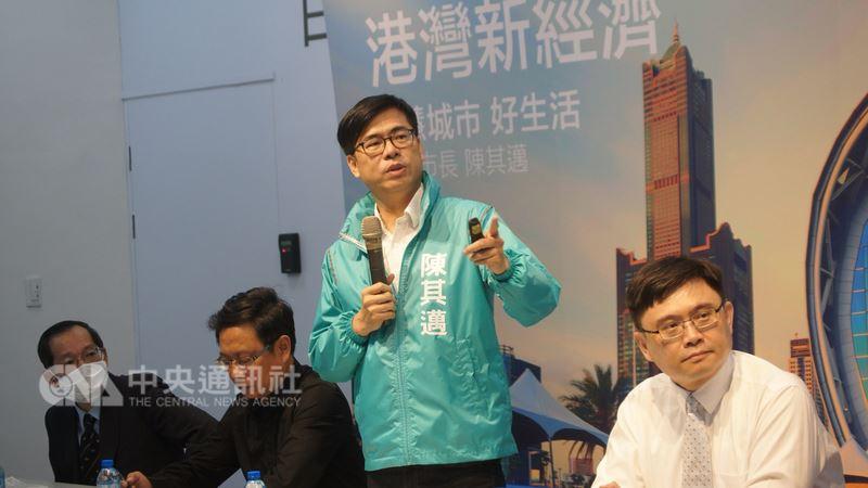民進黨提名高雄市長參選人陳其邁(右2)20日提出5大產業規劃,要讓亞灣區產值4年內加倍成長。(陳其邁競選辦公室提供)中央社記者程啟峰高雄傳真 107年7月20日