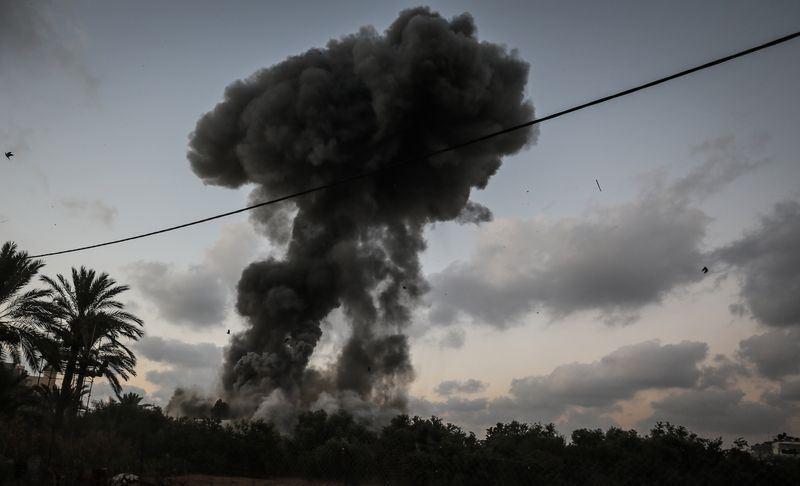 以色列20日為報復一名士兵遭擊斃,猛烈攻擊摧毀60多個哈瑪斯目標。(安納杜魯新聞社提供)