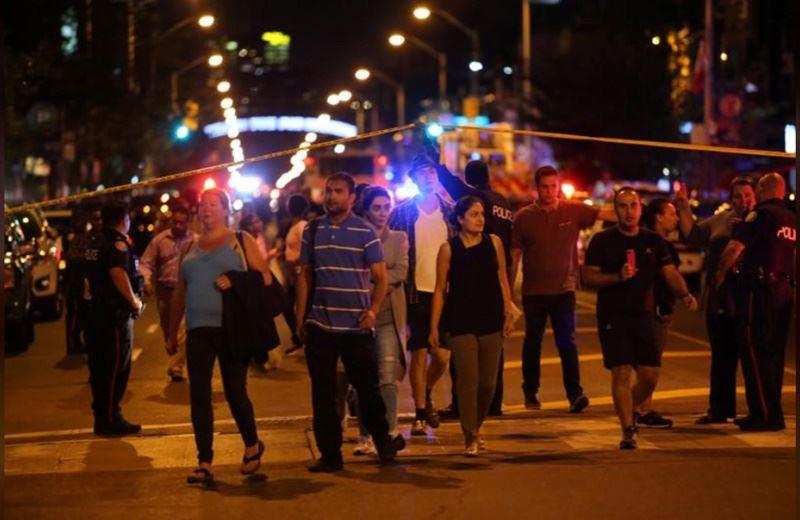 加拿大多倫多希臘城地區22日爆發槍擊案波及14人,槍手自盡身亡。(路透社提供)