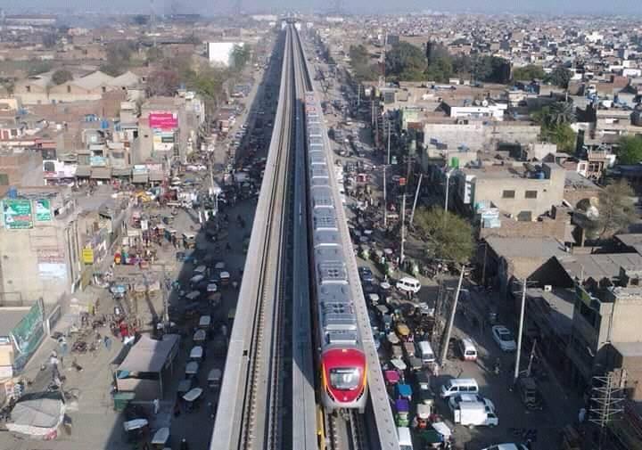 巴基斯坦第一條捷運「橘線」即將完工,這是中國規劃巴國620億美元建設的首波計畫之一。(圖取自Orange Line Metro Train Lahore臉書www.facebook.com/OrangeLineMetroTrain)