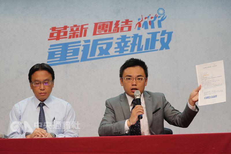 國民黨發言人洪孟楷(右)23日在國民黨中央黨部表示,國民黨不派員出席促進轉型正義委員會諮詢會議。中央社記者張皓安攝  107年7月23日