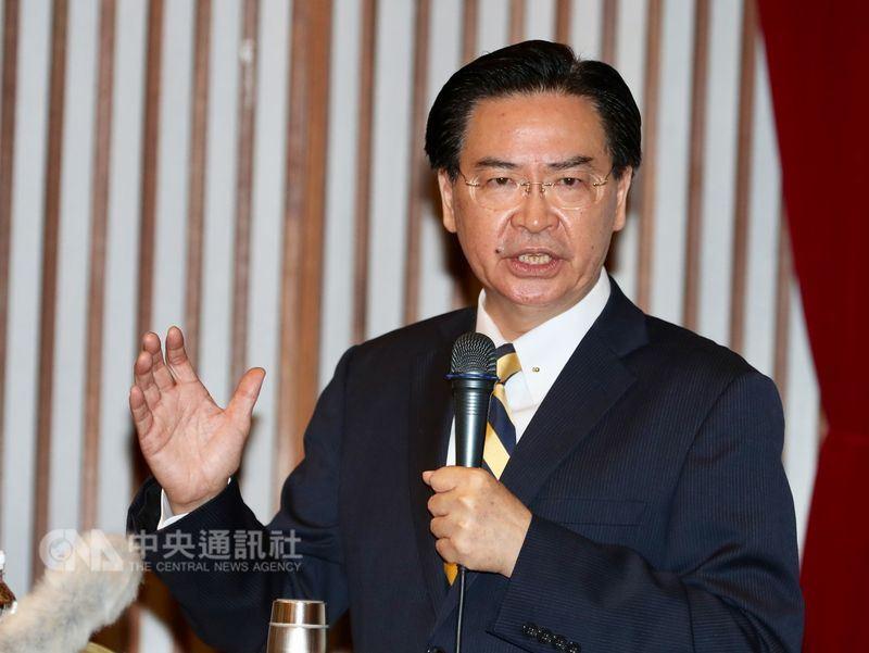 外交部長吳釗燮表示,若無美國持續軍事支持,台灣易受北京武力占領。(中央社檔案照片)