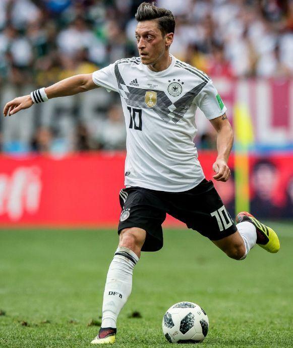 德國中鋒厄齊爾自認受不了種族歧視,斷然宣布退出國家足球隊。(圖取自厄齊爾推特twitter.com/MesutOzil1088)