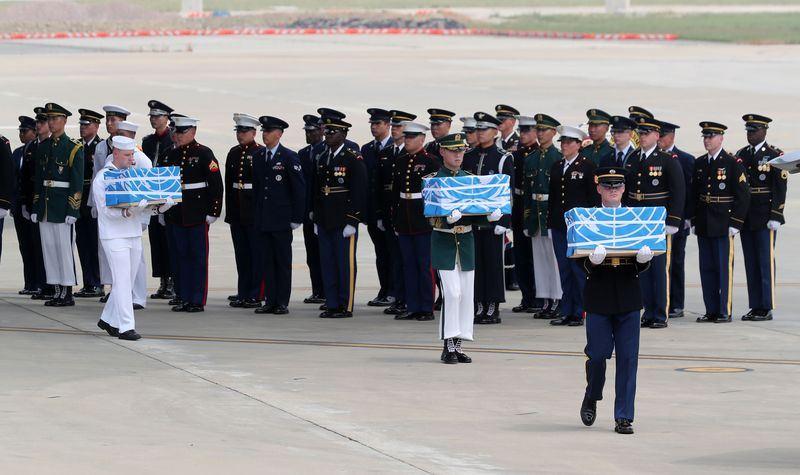 27日清晨從南韓烏山美國空軍基地起飛的美軍C-17「環球霸王」運輸機,已於上午11時載著55具美軍遺骸返回南韓。(韓聯社提供)
