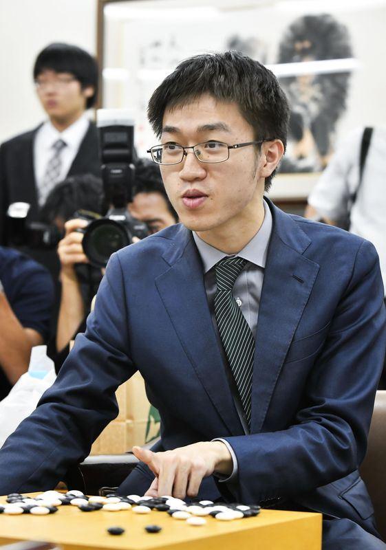 20歲旅日台灣棋士許家元3日以3連勝成績奪下日本圍棋界7大頭銜之一的碁聖頭銜,創史上最快奪冠紀錄。(共同社提供)