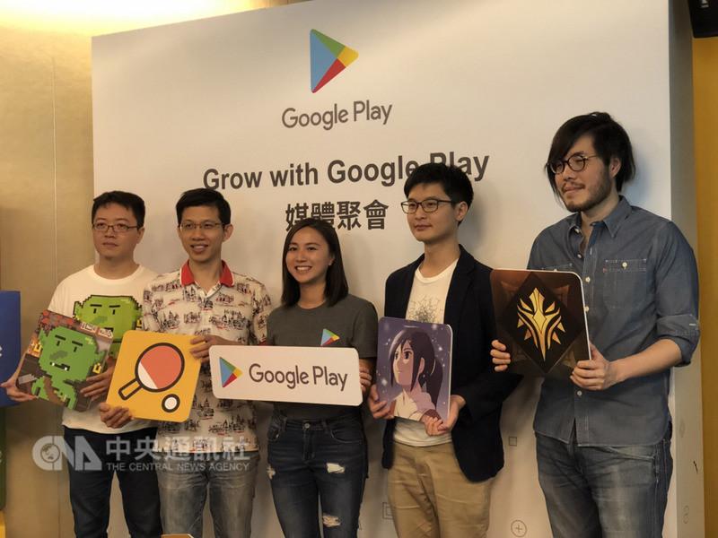Google於7日舉辦Grow with Google Play媒體聚會,邀請遊戲開發者分享各自的遊戲開發經驗。Google Play應用程式與遊戲業務發展經理張樂潮(左3)也公布Google Play最新數據。中央社記者吳家豪攝 107年8月7日