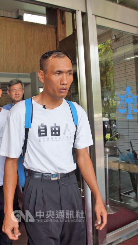 林金貴被控槍殺計程車司機案,高雄高分院7日宣判無罪。圖為林金貴聆判後步出法庭。中央社記者程啟峰高雄攝 107年8月7日