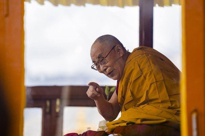 西藏精神領袖達賴喇嘛8日與印度學生交流時表示,轉世制度不再具有政治意義,是否繼續應由西藏人民決定。(圖取自達賴喇嘛臉書facebook.com/dalailamaworld)