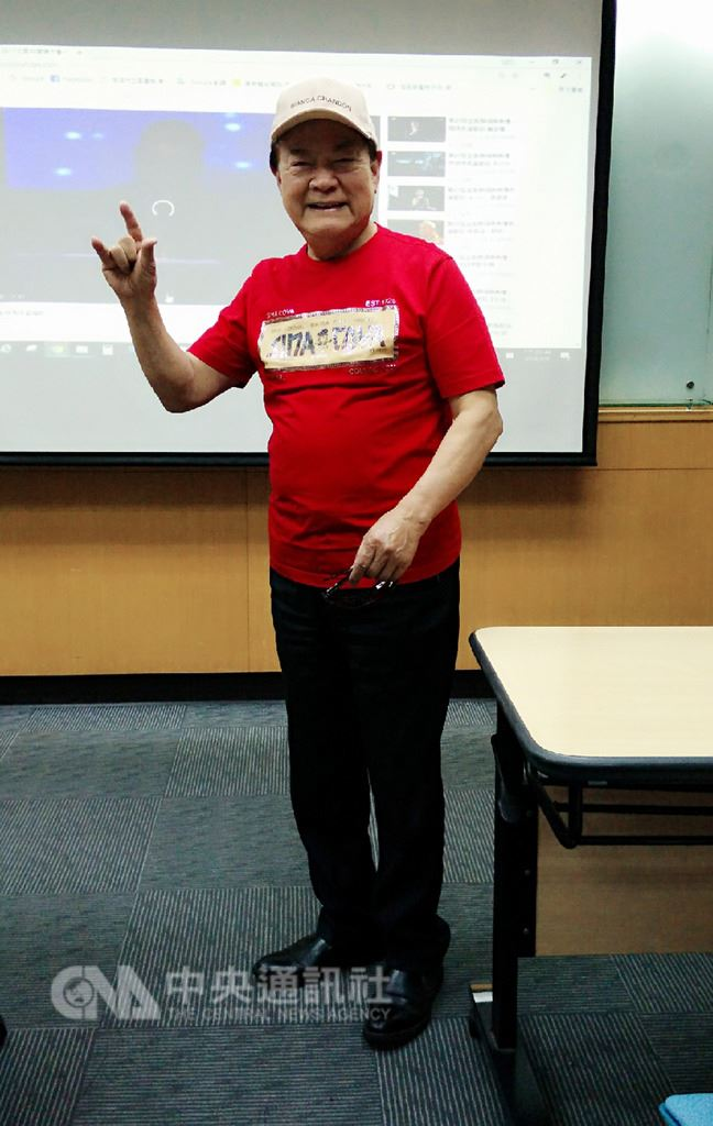 資深藝人劉福助(圖)9日在文化部舉辦的「流行音樂輔助教材」教師培訓營擔任台北首場的講師,他提到歌仔戲也是唸歌的啟蒙,認為這樣的文化必須要繼續傳承、不能斷。(文化部提供)中央社記者鄭景雯傳真 107年8月9日