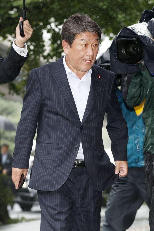 日、美兩國10日凌晨將在華府舉行貿易投資協商會議,日本經濟再生大臣茂木敏充已自東京動身飛往華府。(檔案照片/共同社提供)