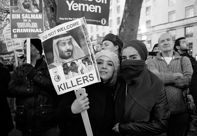 圖為2018年3月於倫敦街頭抗議沙國王儲穆罕默德.沙爾曼訪問英國的示威民眾。(圖取自維基共享資源網頁;作者:Alisdare Hickson,CC BY-SA 2.0)