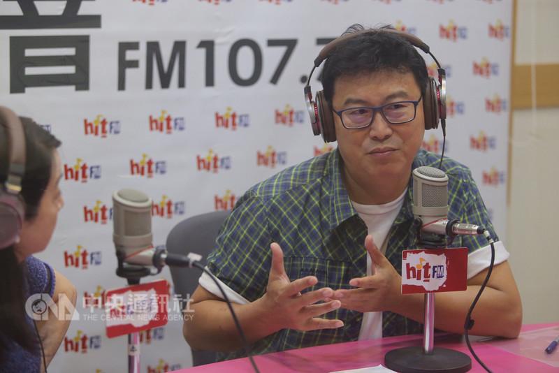 民進黨台北市長參選人姚文智(右)10日在台北接受廣播節目「蔻蔻早餐」專訪時表示,台北市長選舉是背水一戰,選輸了就退出政壇。中央社記者徐肇昌攝 107年8月10日