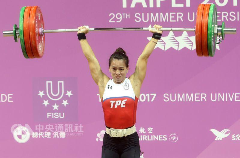 2017年台北市世大運舉重金牌女將郭婞淳,是2018年雅加達—巨港亞運中華代表團的掌旗官。(中央社檔案照片)