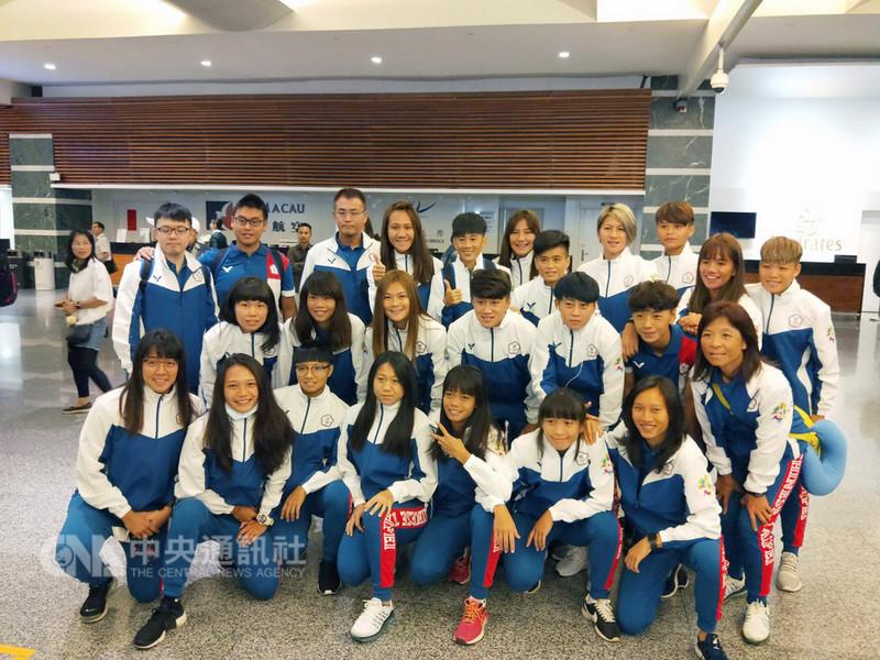 中華亞運女子足球代表隊11日搭機前往印尼,準備參加2018雅加達亞運,日籍總教練堀野博幸表示,將以晉級8強為目標。(中華足協提供)中央社記者龍柏安傳真 107年8月11日