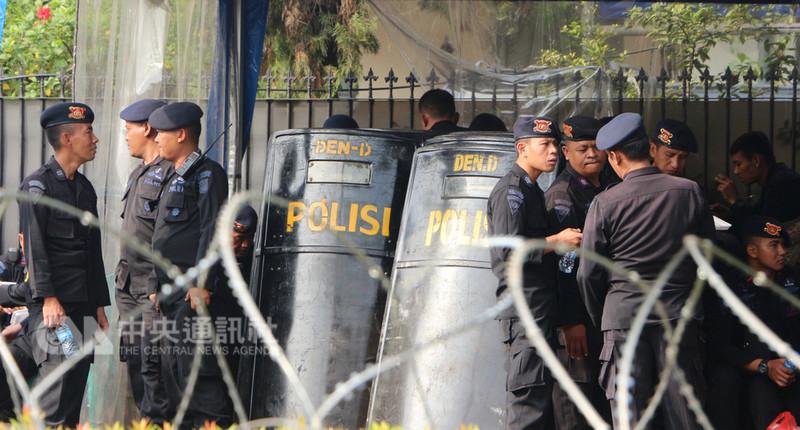 亞運將至,印尼軍警在維安方面加緊腳步,動員逾5萬名軍警部署在各場館與交通要道。中央社實習記者齊若堯雅加達攝 107年8月12日
