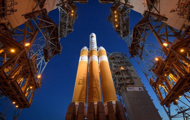美國國家航空暨太空總署(NASA)12日發射帕克太陽探測器,希望這艘太空船成為歷來最接近太陽的人造物體,更深入的了解太陽風與磁暴。(圖取自NASA推特twitter.com/NASA)
