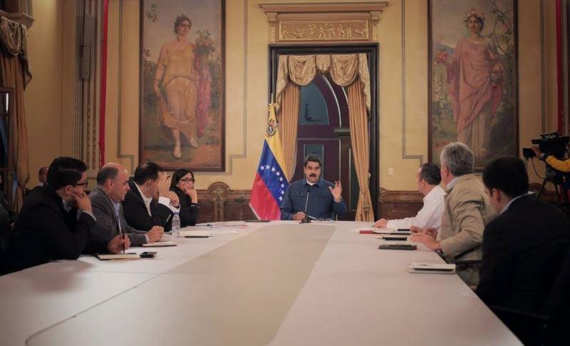 委內瑞拉總統馬杜洛(中)13日表示,委內瑞拉補貼的國內汽油價格應上漲至國際水準,以避免每年因燃料走私損失數十億美元。(圖取自Nicolás Maduro臉書www.facebook.com/NicolasMaduro)