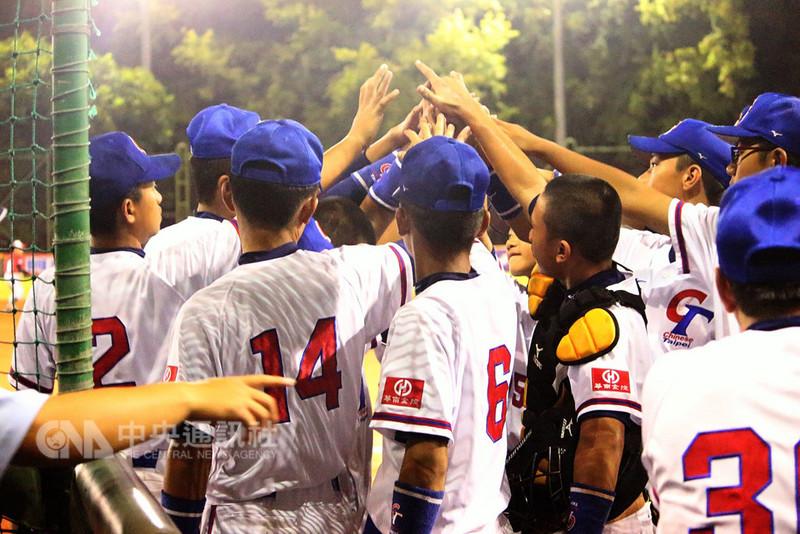 第10屆BFA U12亞洲少棒錦標賽,中華隊15日預賽最後一戰與印尼隊交手,全場敲出14支安打,以17比1、4局拿勝,中華隊預賽3戰全勝,晉級4強複賽。(中華民國棒球協會提供)中央社記者謝靜雯傳真 107年8月15日