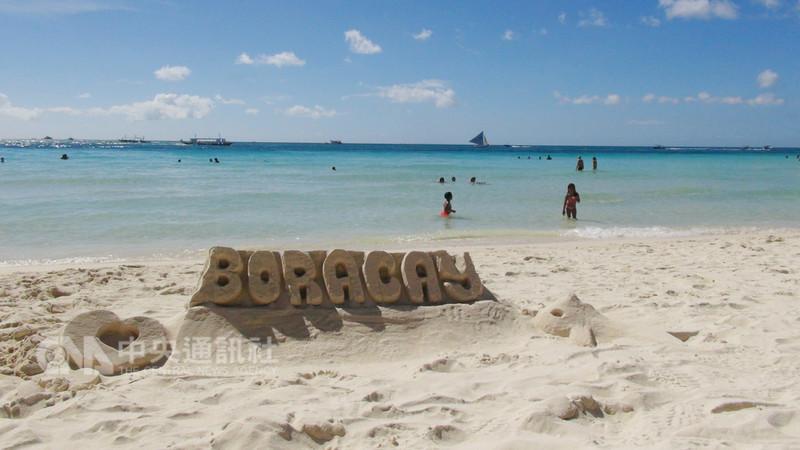 菲律賓觀光部長浦耶特16日在廣播節目中說,封島整頓的長灘島將於10月26日「軟開幕」。圖為封島前的長灘島。(檔案照片)中央社記者林行健長灘島攝 107年8月16日