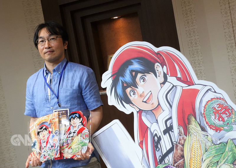 日本漫畫家小川悅司作品「中華小廚師」在台擁有高人氣,近期重啟連載也引發關注。小川悅司16日訪台出席2018第19屆漫畫博覽會,和台灣媒體及支持者互動。中央社記者江佩凌攝 107年8月16日