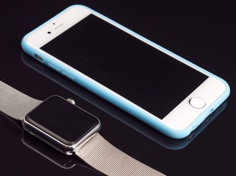 一項專利顯示,蘋果正在研發升級版智慧車輛被動式進入系統,未來駕駛可以透過iPhone、Apple Watch等蘋果行動裝置啟動車輛。(圖取自Pixabay圖庫)