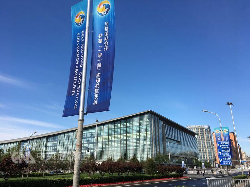 美國國防部16日公布中國軍力報告指出,中國利用經濟實力擴大其全球影響力,藉一帶一路和亞投行形塑有利的地緣政治利益。圖為2017年5月在北京舉行的一帶一路國際合作高峰論壇。(中央社檔案照片)