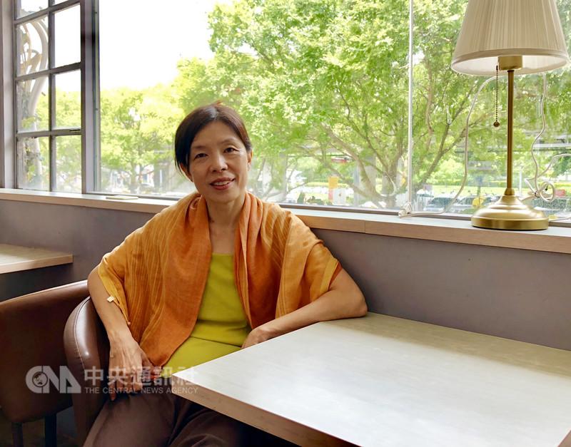 舞蹈家古名伸8月1日起正式卸下教職,她在雜誌專欄書寫舞蹈與人生的文章集結成書於近期出版,舞團紀錄片「無動不舞」也已發表,為長年舞蹈生涯留下紀錄。中央社記者汪宜儒攝 107年8月19日