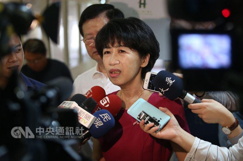台北市長夫人陳佩琪(中)19日在臉書表示,以後不再與台北市長柯文哲出席公務活動。(中央社檔案照片)