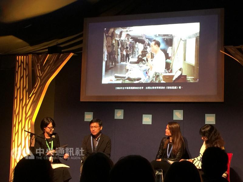 小說家吳明益19日受邀出席愛丁堡國際圖書節座談及簽書會。左起主持人藍道爾(右1)、韓裔作家布拉赫特(右2)、吳明益(左2)。(駐英文化組提供)中央社記者戴雅真倫敦傳真 107年8月20日