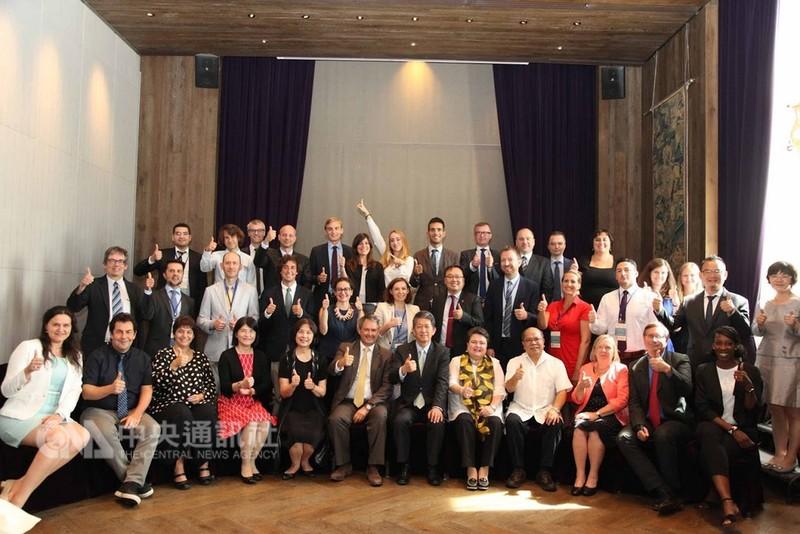 教育部推動「歐盟官員台灣研究計畫」,今年共邀請36名文教與經貿官員來台進行研究活動。(教育部提供)中央社記者陳至中台北傳真  107年8月22日