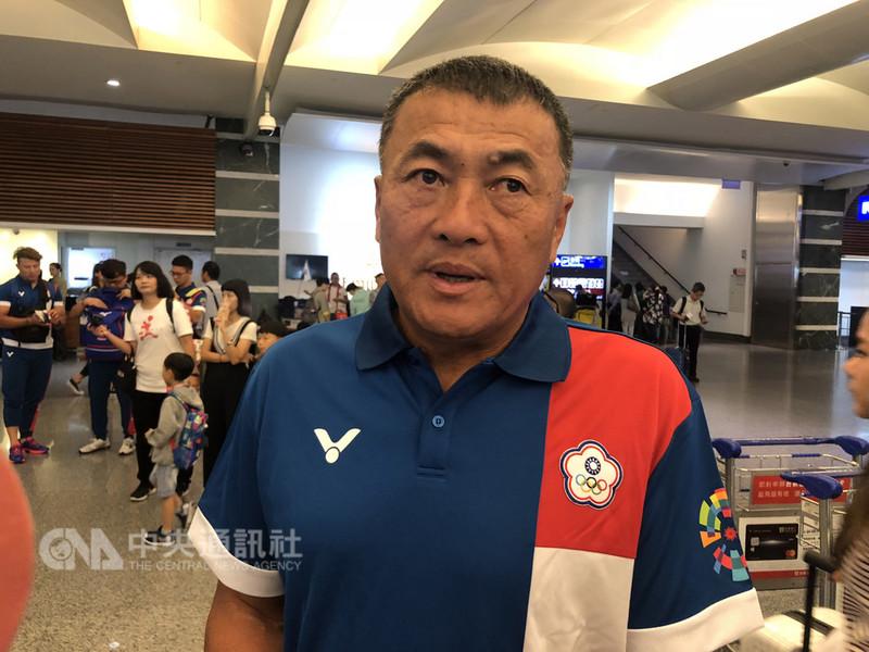 亞洲運動會在印尼雅加達巨港舉行,中華棒球代表隊23日搭機出賽,總教練許順益(圖)表示,中華隊與日本隊的實力相近,一定會努力以赴,以「坐三、搶二、望一」目標,面對這次的比賽。中央社記者邱俊欽桃園機場攝  107年8月23日