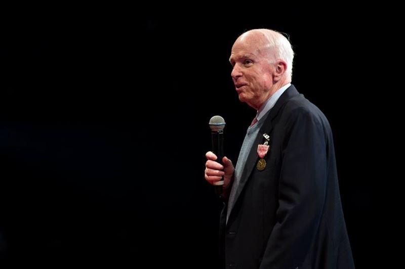 美國聯邦參議院軍事委員會主席馬侃25日腦癌辭世,享壽81歲。(圖取自John McCain臉書粉絲專頁www.facebook.com/johnmccain)