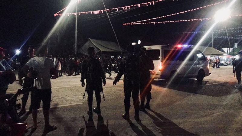 菲律賓南部一座正在舉辦慶典的城鎮28日晚間發生爆炸案,初步調查顯示,爆炸源自於放置在摩托車下的一枚炸彈,至少2人死亡,包括一名女童,有30多人受傷。(圖取自Peter Evangelista臉書網頁www.facebook.com/ken.belgera)