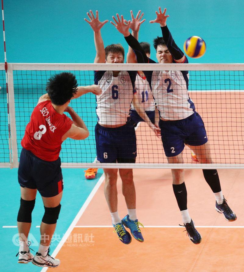 2018雅加達亞運30日進行男子排球4強賽,中華隊(白衣
