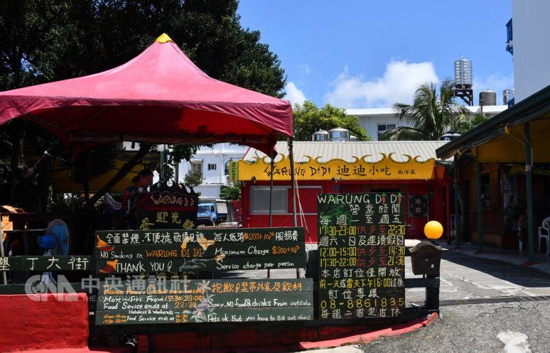 在墾丁大街有24年歷史的南洋異國料理店「迪迪小吃」2日傳出將在月底歇業,並在張貼的告示上留下「後會有期」的伏筆。(民眾提供)中央社記者郭芷瑄傳真 107年9月3日