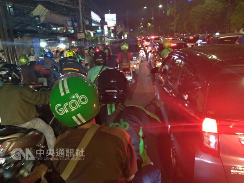 印尼政府宣稱準備若干方案來疏緩亞運期間雅加達塞車情形,不過亞運主場館周遭還是塞成一團亂。中央社記者周永捷雅加達攝  107年9月3日