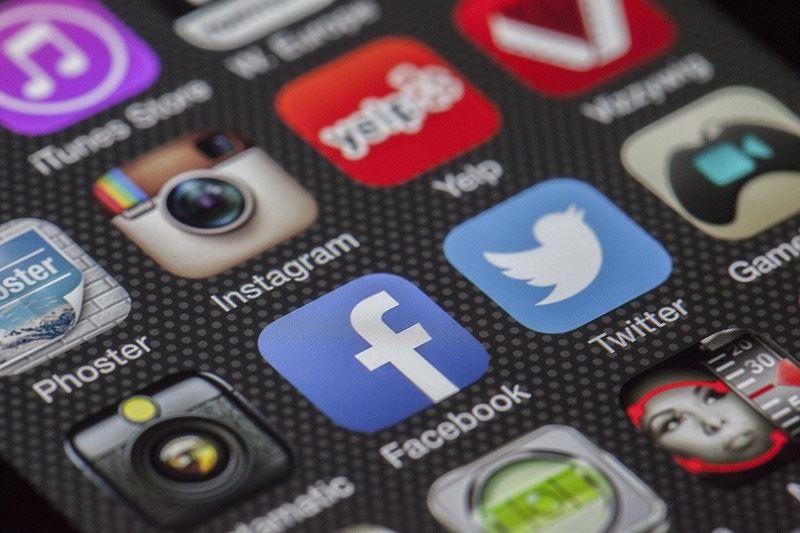 美國聯邦傳播委員會席裴伊4日呼籲Facebook、Twitter等科技公司,應提供更多內部運作細節。(圖取自Pixabay圖庫)