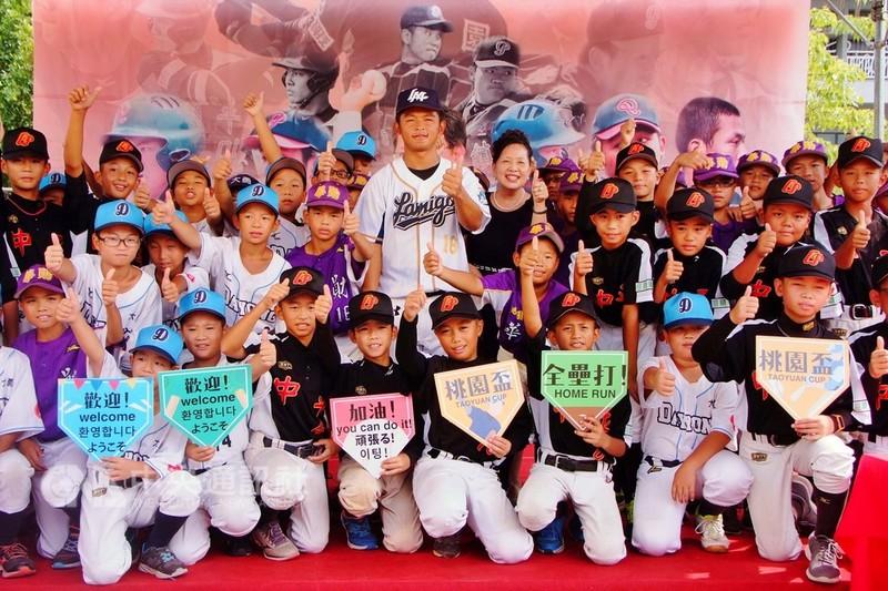 「桃園盃全國三級棒球錦標賽」今年已邁入第3屆,除了國內74支球隊共襄盛舉,也邀請到韓國5隊及日本一隊,總計80支球隊參賽,讓台灣的棒球運動向下扎根。中央社記者吳睿騏桃園攝  107年9月6日