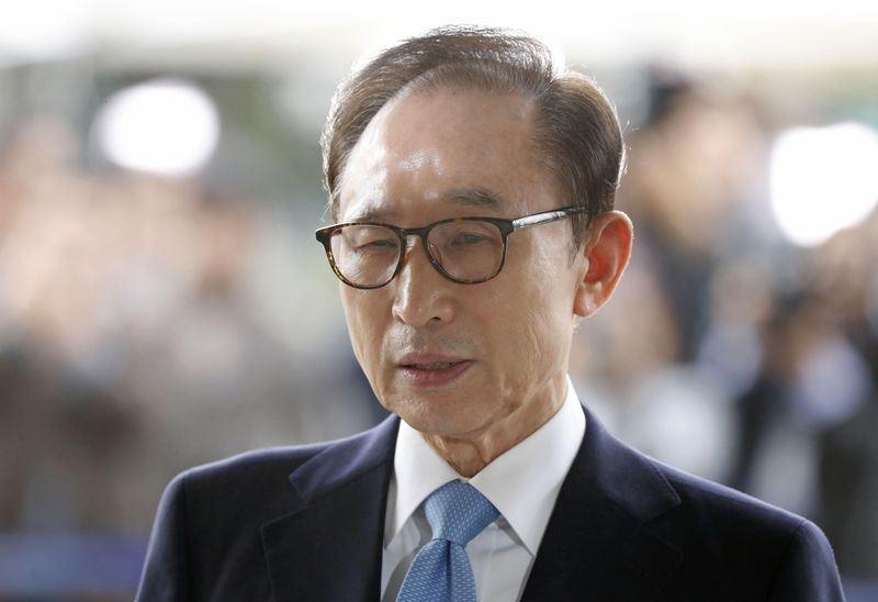 南韓前總統李明博被控受賄、濫用職權、貪汙及逃稅等罪名,6日遭南韓檢方求處20年徒刑。(檔案照片/共同社提供)