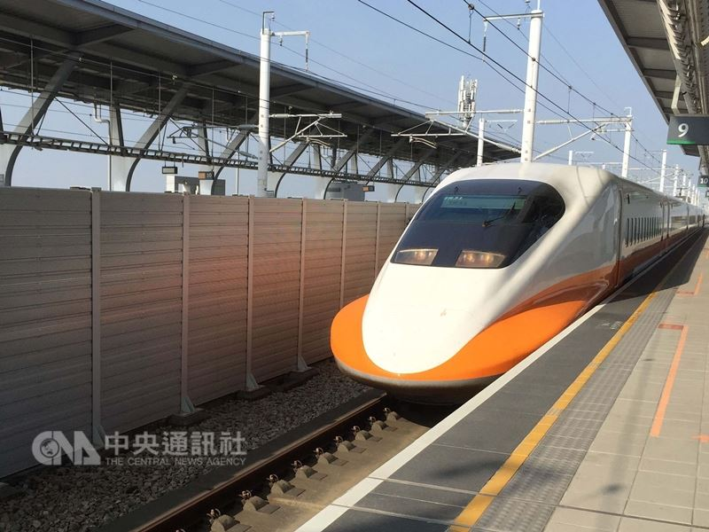 台灣高鐵公司6日宣布,因21至25日中秋節假期疏運期間旅客預購車票踴躍,決定加開5班次列車,8日凌晨零時起開放預購。(中央社檔案照片)