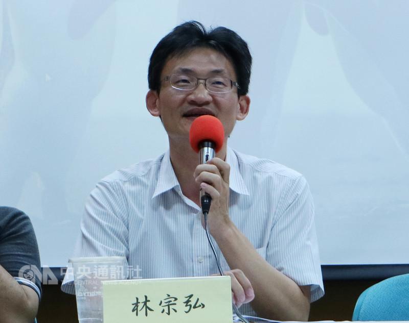 中央研究院社會學研究所副研究員林宗弘7日表示,台灣學生或教師赴陸一定會被學校要求辦理居住證,各界不應該對這些領用居住證的人員貼標籤。中央社記者繆宗翰攝 107年9月7日