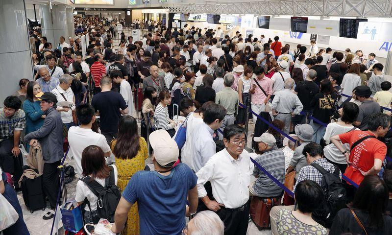 日本北海道6日發生強震,目前原本停電狀態已搶修逾半,陸空交通隨著復電開始重新行駛。圖為重啟後的新千歲機場。(共同社提供)