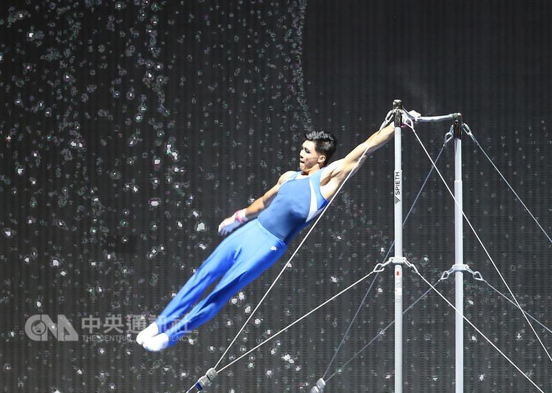2018 SUPER STAR體育表演會8日晚間在台北小巨蛋舉行,雅加達亞運單槓金牌選手唐嘉鴻大展好身手,驚豔全場。中央社記者張新偉攝 107年9月8日