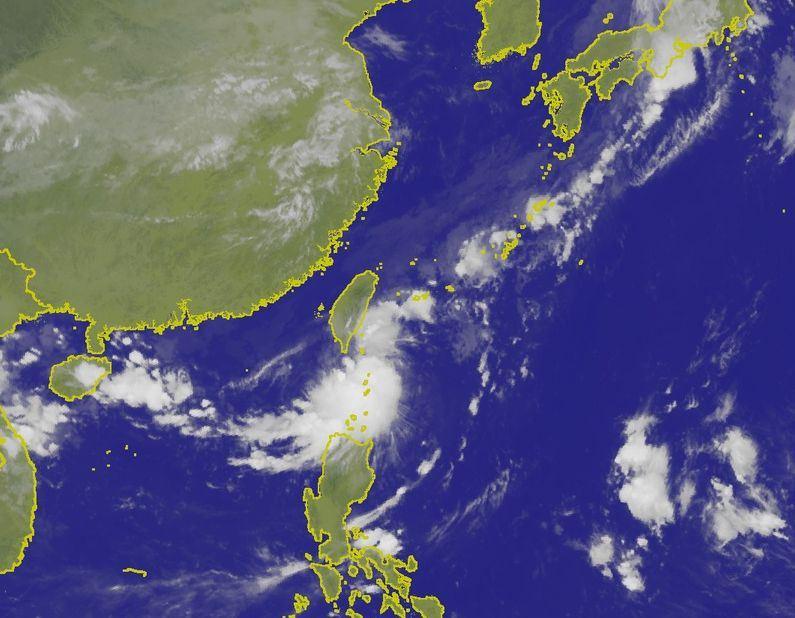 目前台灣東南方海面上有一熱帶性低氣壓,預估10日至11日逐漸往西移動通過巴士海峽。(圖取自中央氣象局網頁www.cwb.gov.tw)