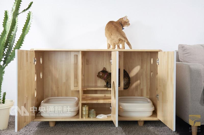 2018年金點設計獎標章得主名單出爐,拍拍文創的「原木圓角貓砂櫃」(圖)獲金點設計獎標章肯定,產品可置入兩個貓砂盆,不但讓貓咪在如廁時有私密空間,也可解決貓砂散落一地的問題。(台灣創意設計中心提供)中央社記者鄭景雯傳真 107年9月13日