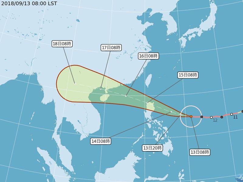強颱山竹路徑再稍往南修,中央氣象局預報員13日表示,未來發布海上颱風警報機率降低。(圖取自中央氣象局網站 www.cwb.gov.tw)