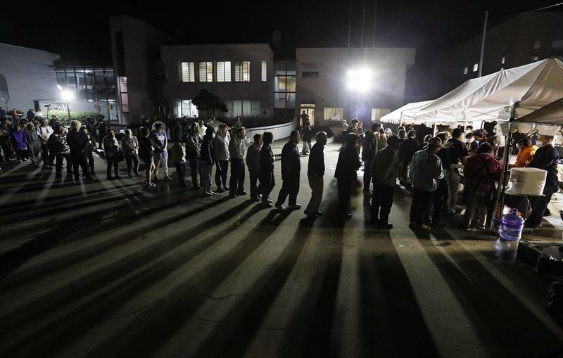 北海道政府統計,這次強震至今共有1576人在8個市跟町內的36個避難所生活,避難期間一旦拉長,可能對災民健康產生影響。(檔案照片/共同社提供)