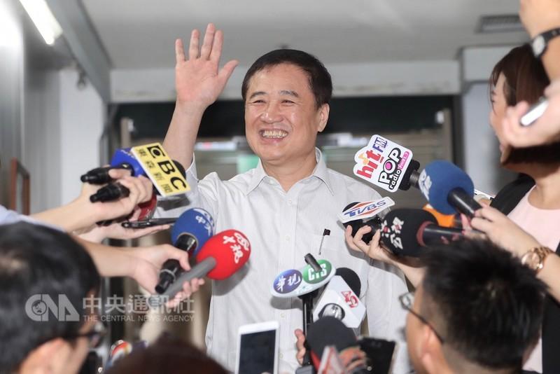 台北市副市長、台北農產運銷公司董事長陳景峻(圖)14日上午在台北市政府舉行記者會宣布請辭北農董事長。中央社記者裴禛攝  107年9月14日