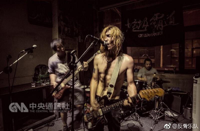 反骨樂隊是中國一支地下搖滾樂團,13日傳出遭有關當局要求把名稱改為「正骨」。(取自微博)中央社 107年9月14日